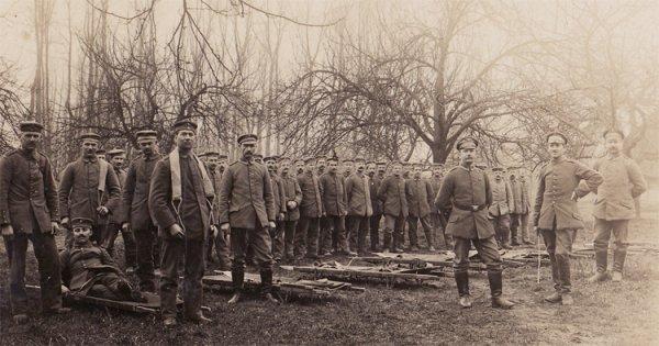 Zdj. z czasów I wojny światowej użyte jako pocztówka. Datowana na 1918 r. Po niemiecku, nieczytelna.